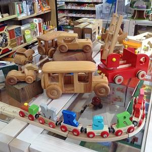アシュメリー店舗風景木のおもちゃ