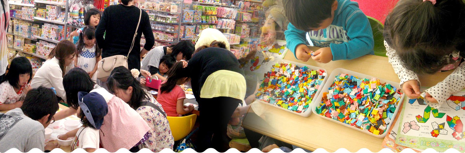 親子で楽しめる郊外型のまなべる雑貨やさん店舗では体験会や各種イベントなど、思い出に残る企画をご用意しています!